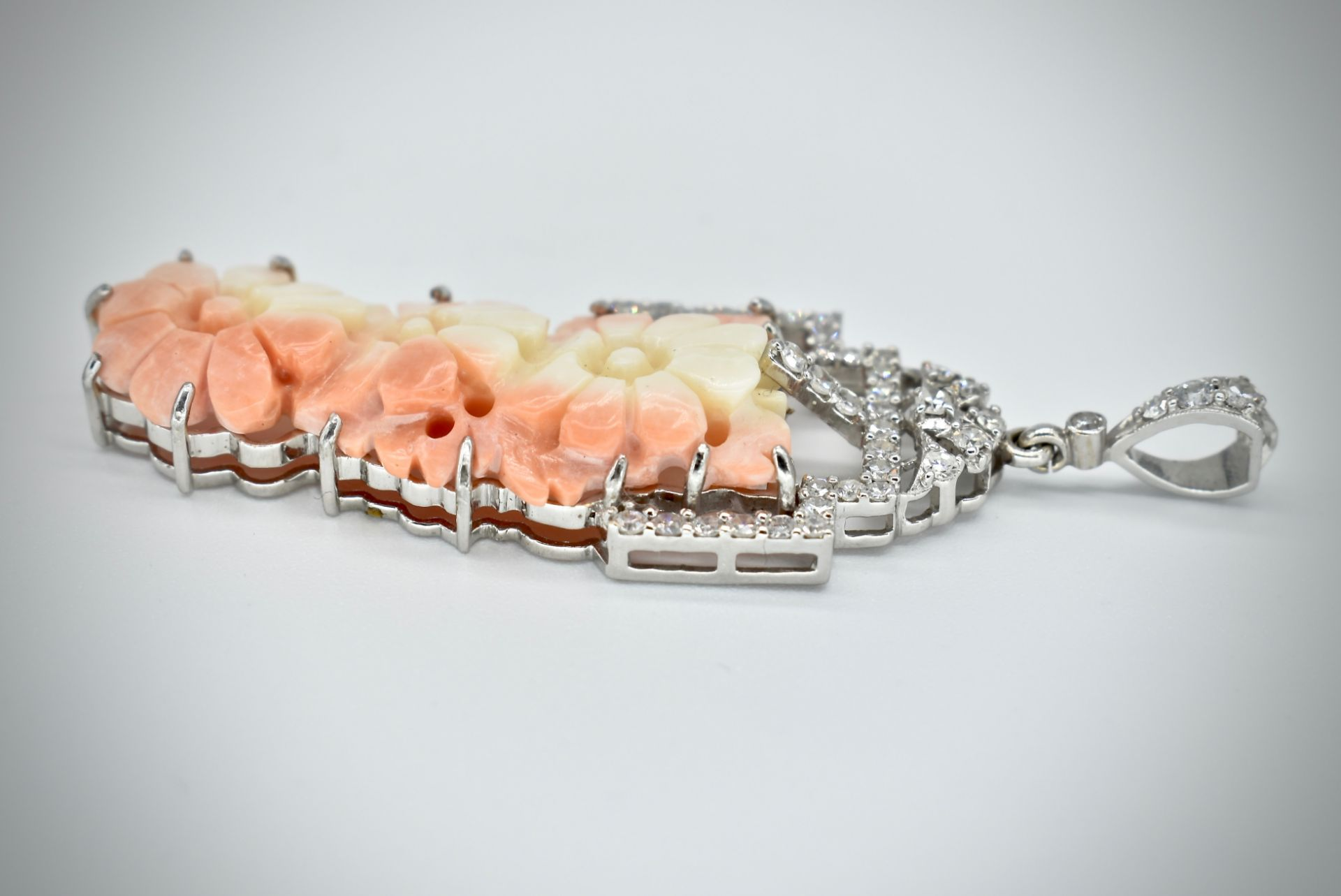 18ct Gold Coral & Diamond Necklace Pendant - Image 2 of 5