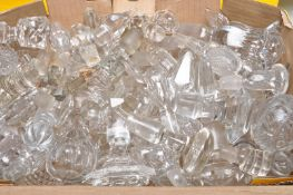 LARGE QUANTITY OF 19TH AND 20TH CENTURY GRLASS STOPPERS