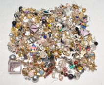 LARGE COLLECTION OF VINTAGE COSTUME JEWELLERY EARRINGS