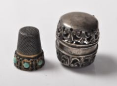 ANTIQUE SILVER AND TURQUOISE THIMBLE IN FITTED CASE