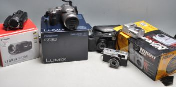 GROUP OF VINTAGE 20TH CENTURY CAMERAS