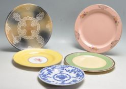 FIVE 20TH VINTAGE CERAMIC PLATES INCLUDING CLARICE CLIFF