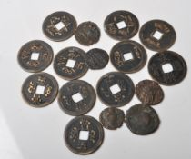 COLLECTION OF ANCIENT AND LATER ROMAN / CHINESE COINS