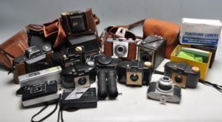 LARGE COLLECTION OF VINTAGE RETRO 20TH CENTURY CAMERAS