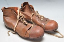 1930'S BROWN LEATHER FOOTBALL / EUGBY BOOTS