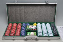 CONTEMPORARY CASINO POKER SET IN CASE