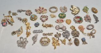 COLLECTION OF VINTAGE 20TH CENTURY COSTUME JEWELLERY