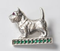 STERLING SILVER BROOCH IN THE FORM OF A YORKSHIRE TERRIER.