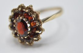 9CT GOLD AND RED STONE CLUSTER RING