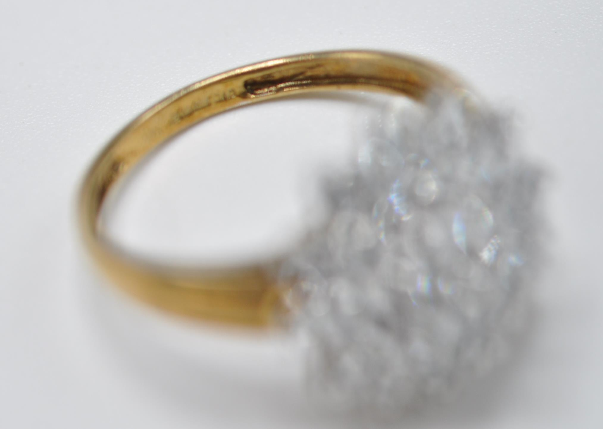 HALLMARKED 9CT GOLD AND BLUE STONE CLUSTER RING - Image 7 of 7