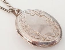 SILVER HALLMARKED CHASE DECORTED LOCKET AND CHAIN