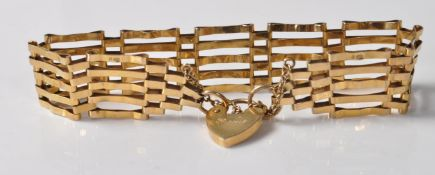 9CT GOLD GATE LINK BRACELET WITH HEART CLASP