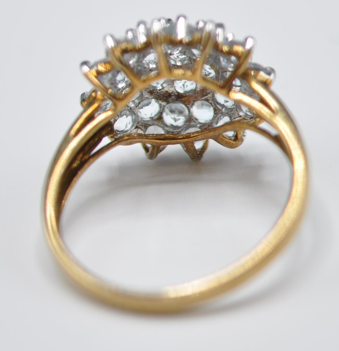 HALLMARKED 9CT GOLD AND BLUE STONE CLUSTER RING - Image 5 of 7