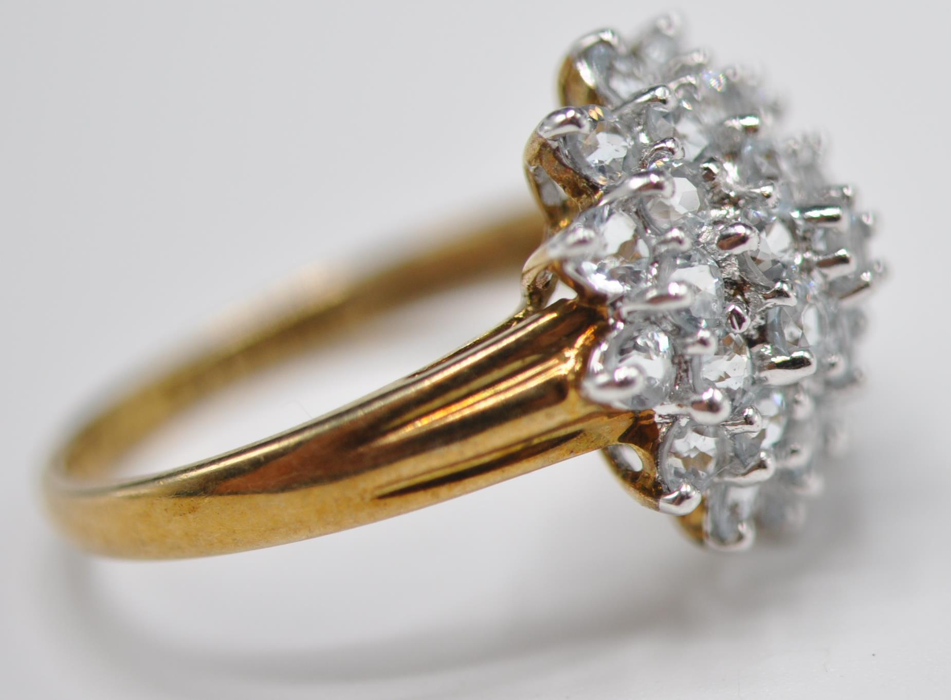 HALLMARKED 9CT GOLD AND BLUE STONE CLUSTER RING - Image 3 of 7
