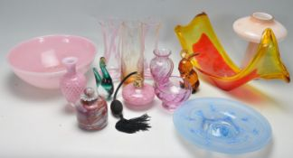 COLLECTION OF VINTAGE RETRO 20TH CENTURY STUDIO ART GLASS WARE