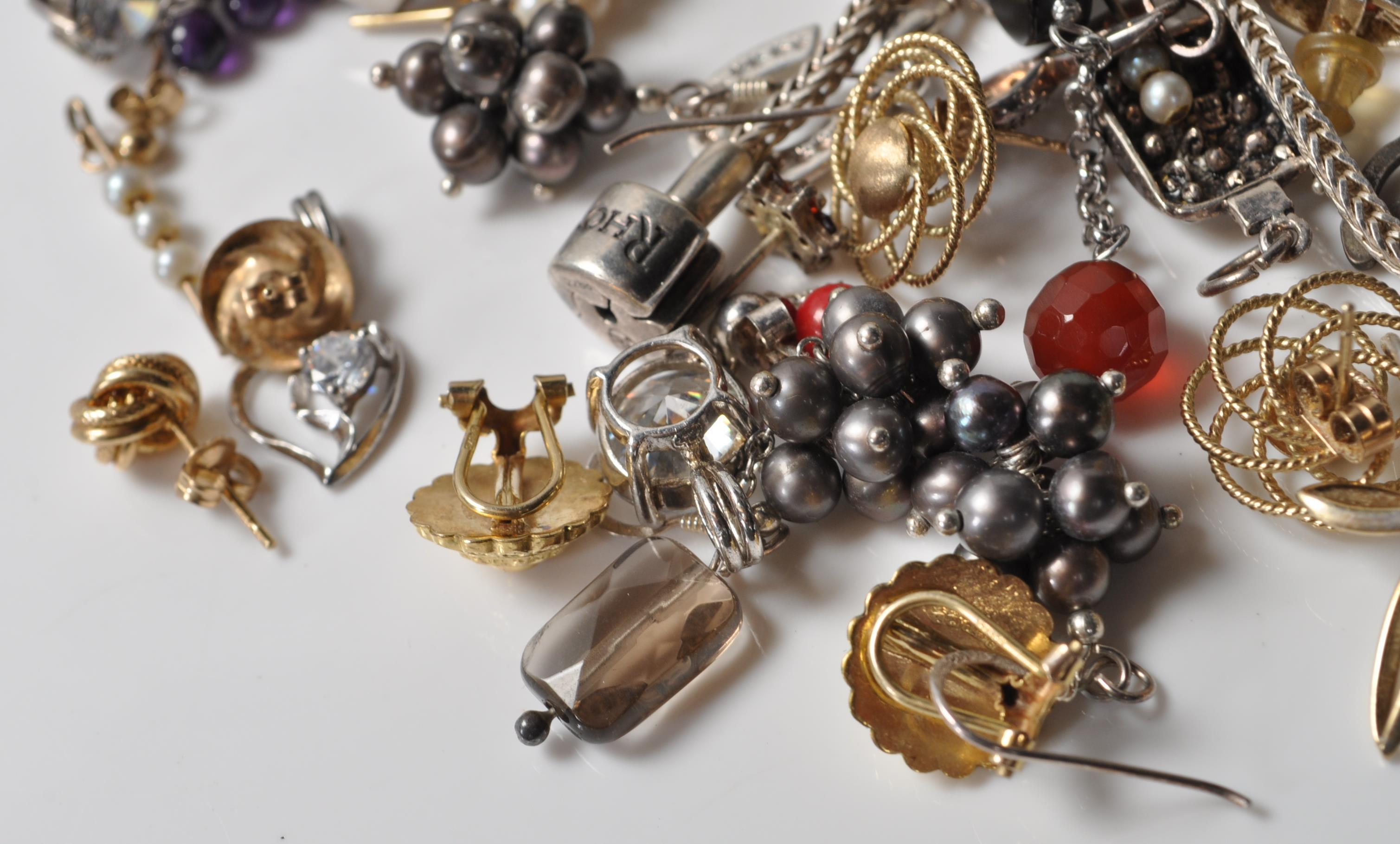 COLLECTION OF SILVER STAMPED 925 EARRINGS AND PENDANTS. - Image 2 of 5