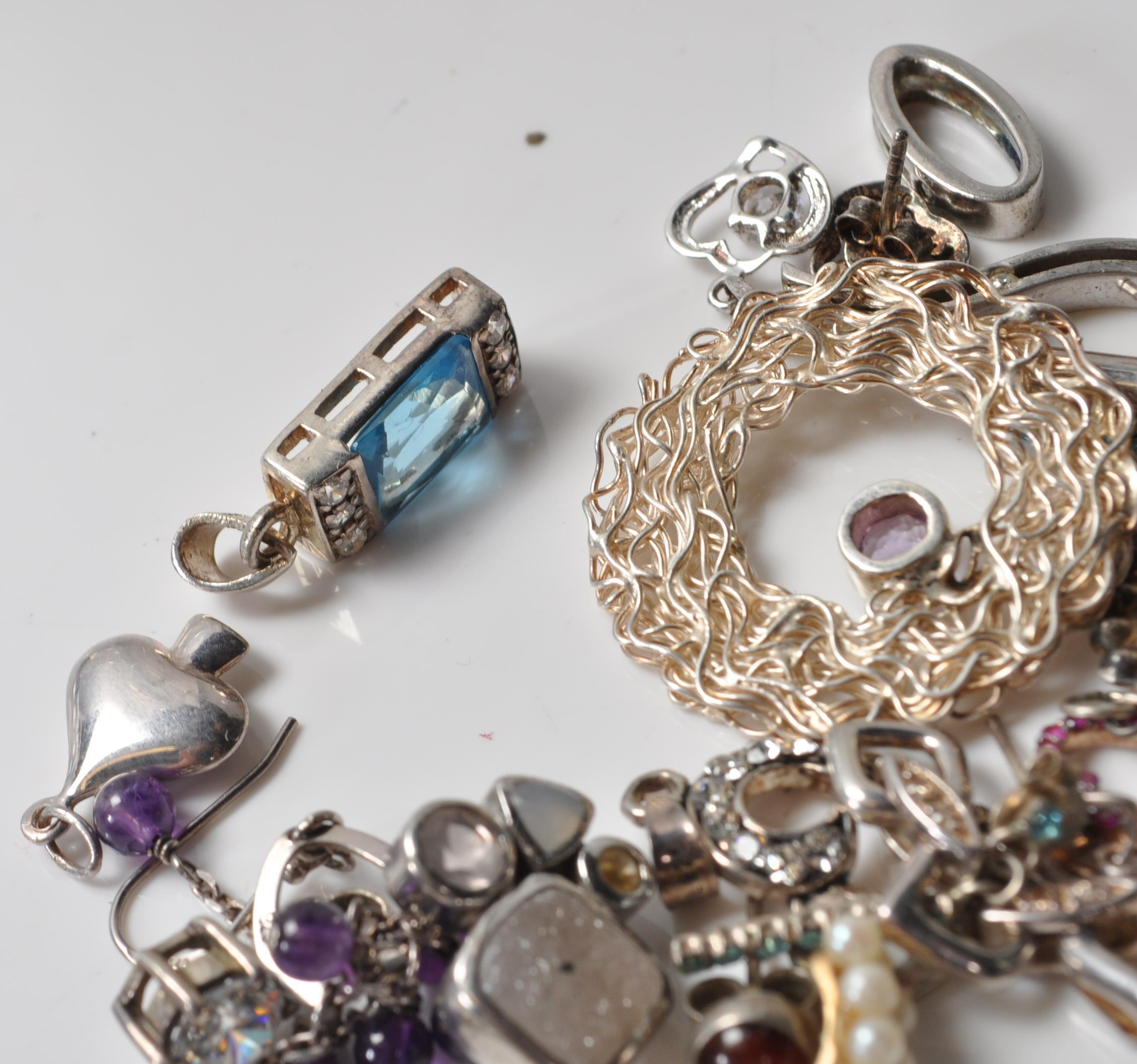 COLLECTION OF SILVER STAMPED 925 EARRINGS AND PENDANTS. - Image 3 of 5