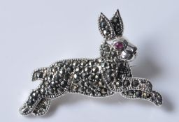 STAMPED STERLING SILVER BROOCH IN THE FORM OF A RABBIT