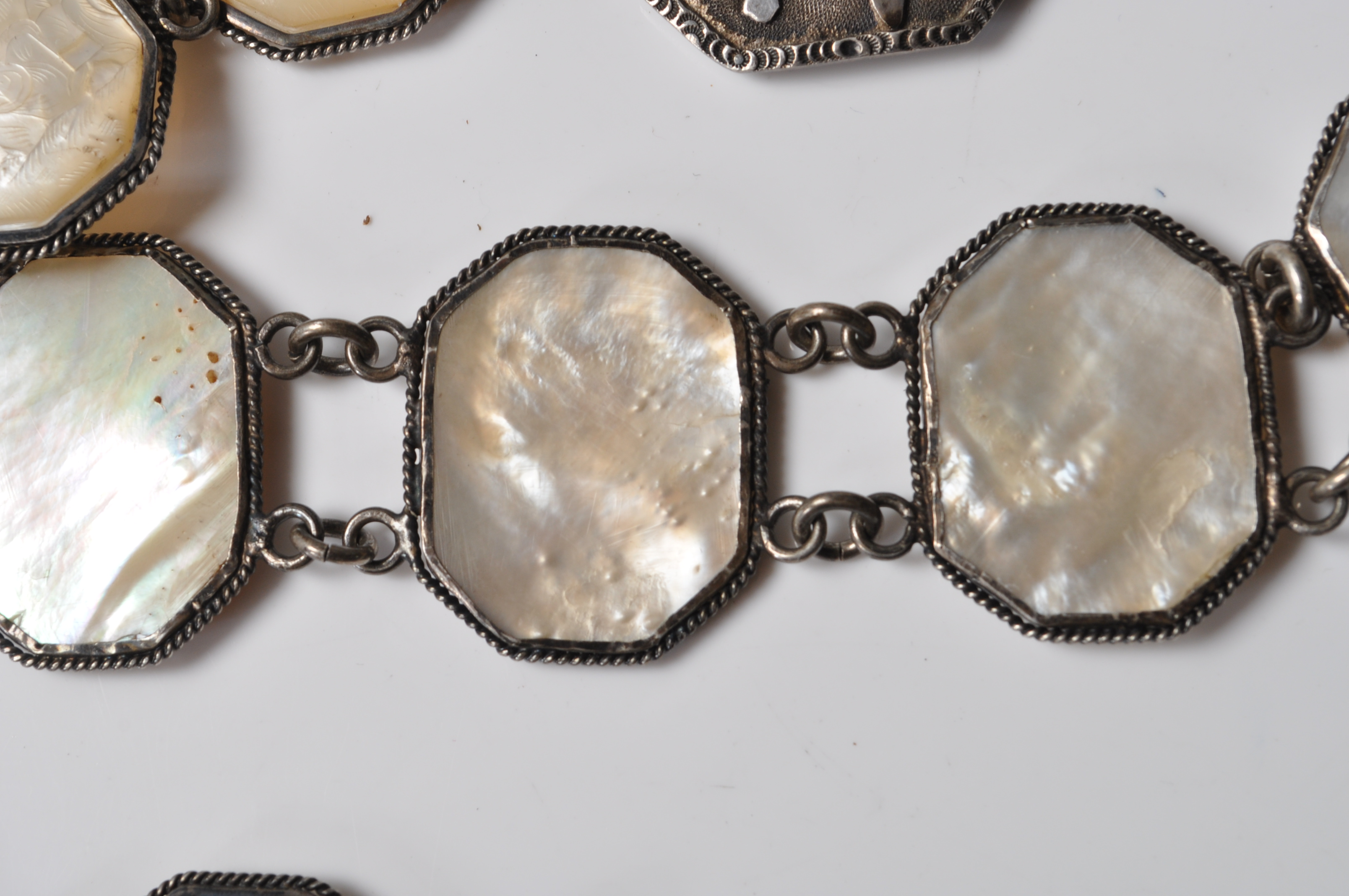 ANTIQUE CHINESE SILVER AND MOTHER OF PEARL BELT - Image 6 of 7