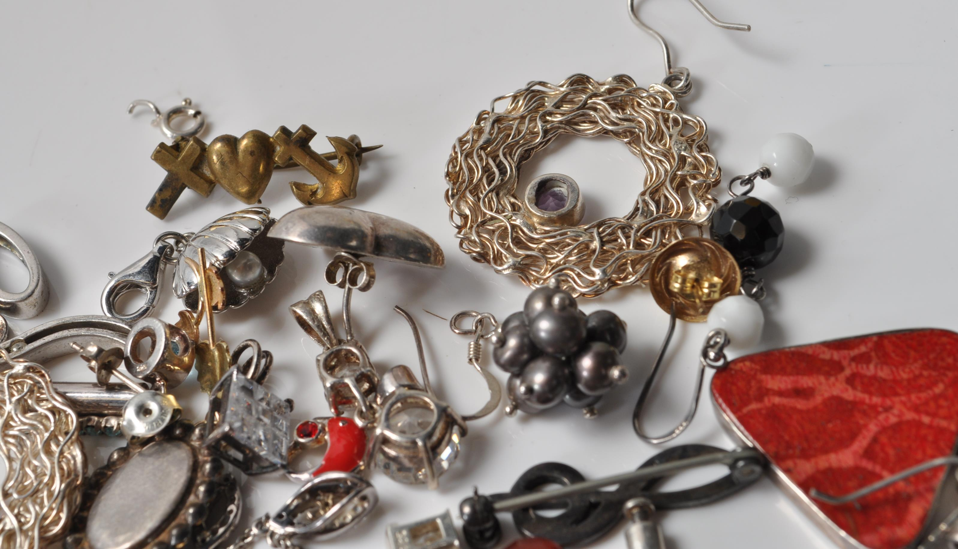 COLLECTION OF SILVER STAMPED 925 EARRINGS AND PENDANTS. - Image 5 of 5