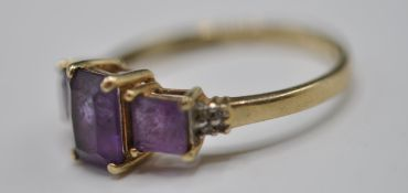 9CT GOLD AND PURPLE STONE RING