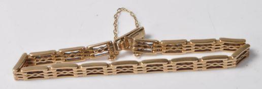 STAMPED 9CT GOLD BRACELET WITH SAFETYLINK