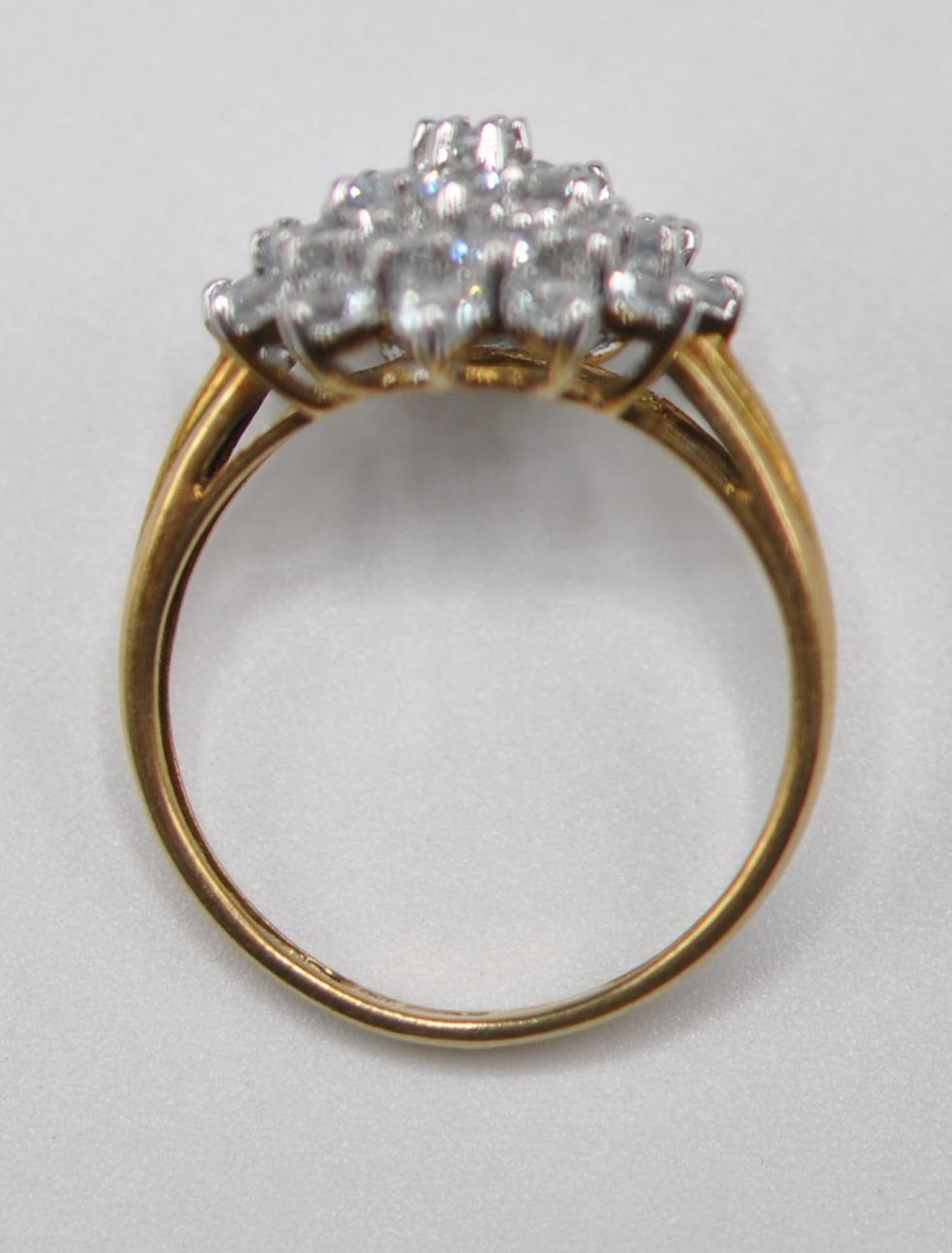 HALLMARKED 9CT GOLD AND BLUE STONE CLUSTER RING - Image 6 of 7