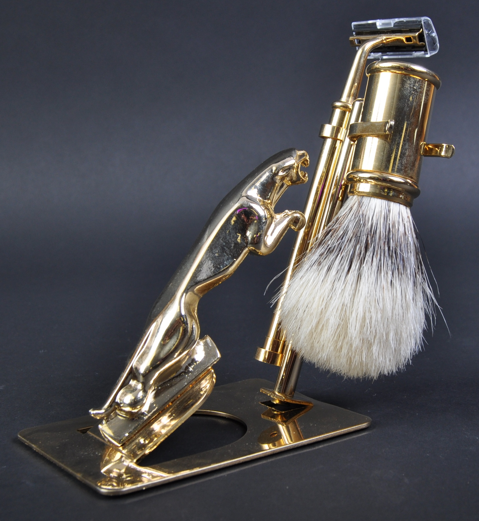 JAGUAR - 20TH CENTURY GENTLEMEN'S SHAVING KIT WITH MASCOT