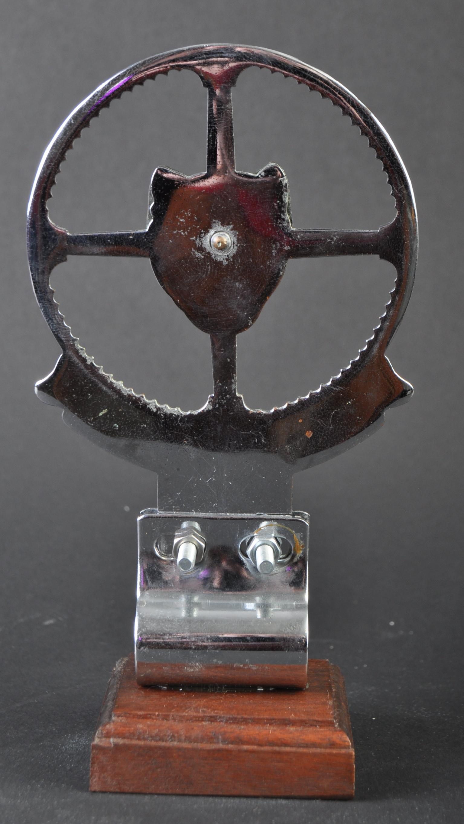JAGUAR - EARLY JAGUAR DRIVER'S CLUB ENAMEL CAR BADGE - Image 3 of 4
