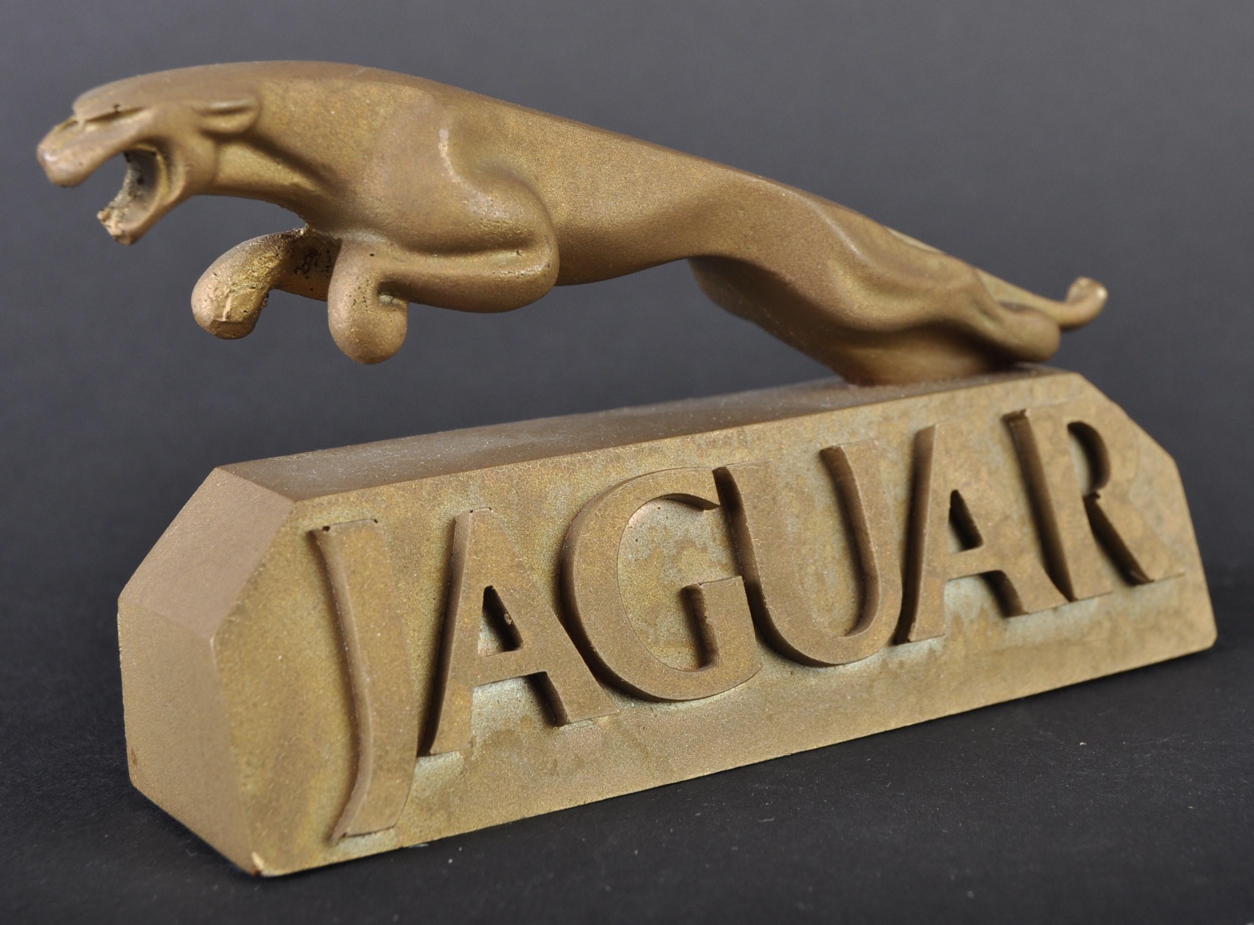 JAGUAR - UNUSUAL SHOWROOM RESIN JAGUAR MASCOT DISPLAY