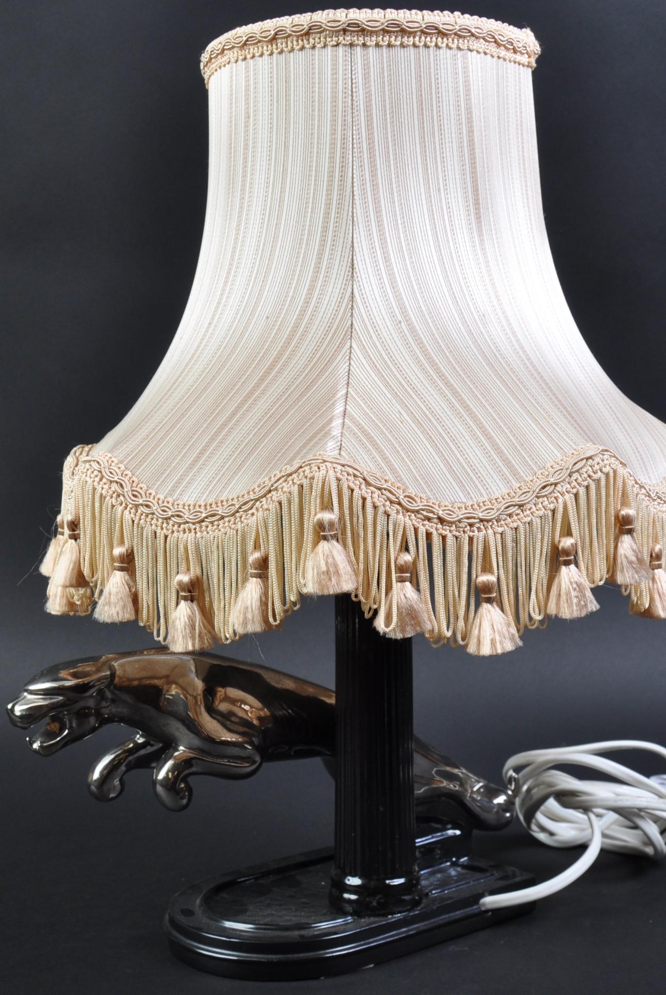 JAGUAR - ORIGINAL VINTAGE JAGUAR CHINA LAMP - Image 3 of 4