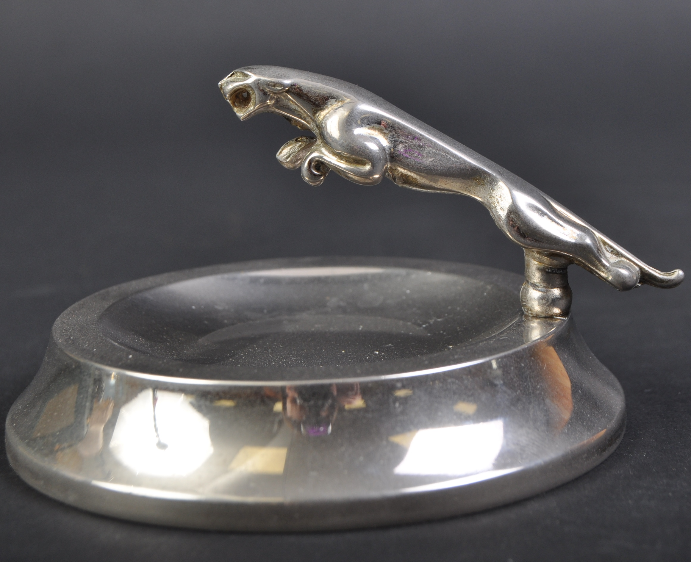 JAGUAR - SMALL 20TH CENTURY PROMOTIONAL ASHTRAY WITH MASCOT - Image 3 of 4