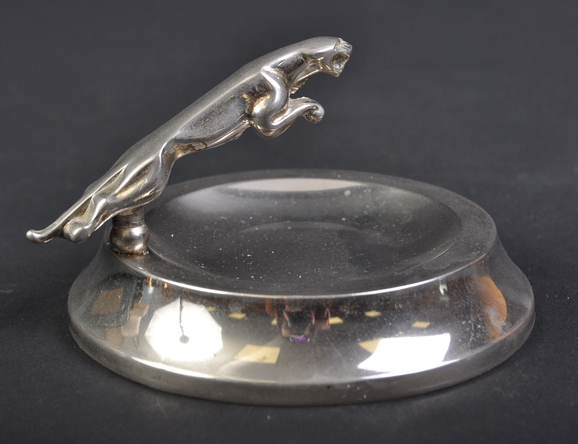 JAGUAR - SMALL 20TH CENTURY PROMOTIONAL ASHTRAY WITH MASCOT - Image 2 of 4