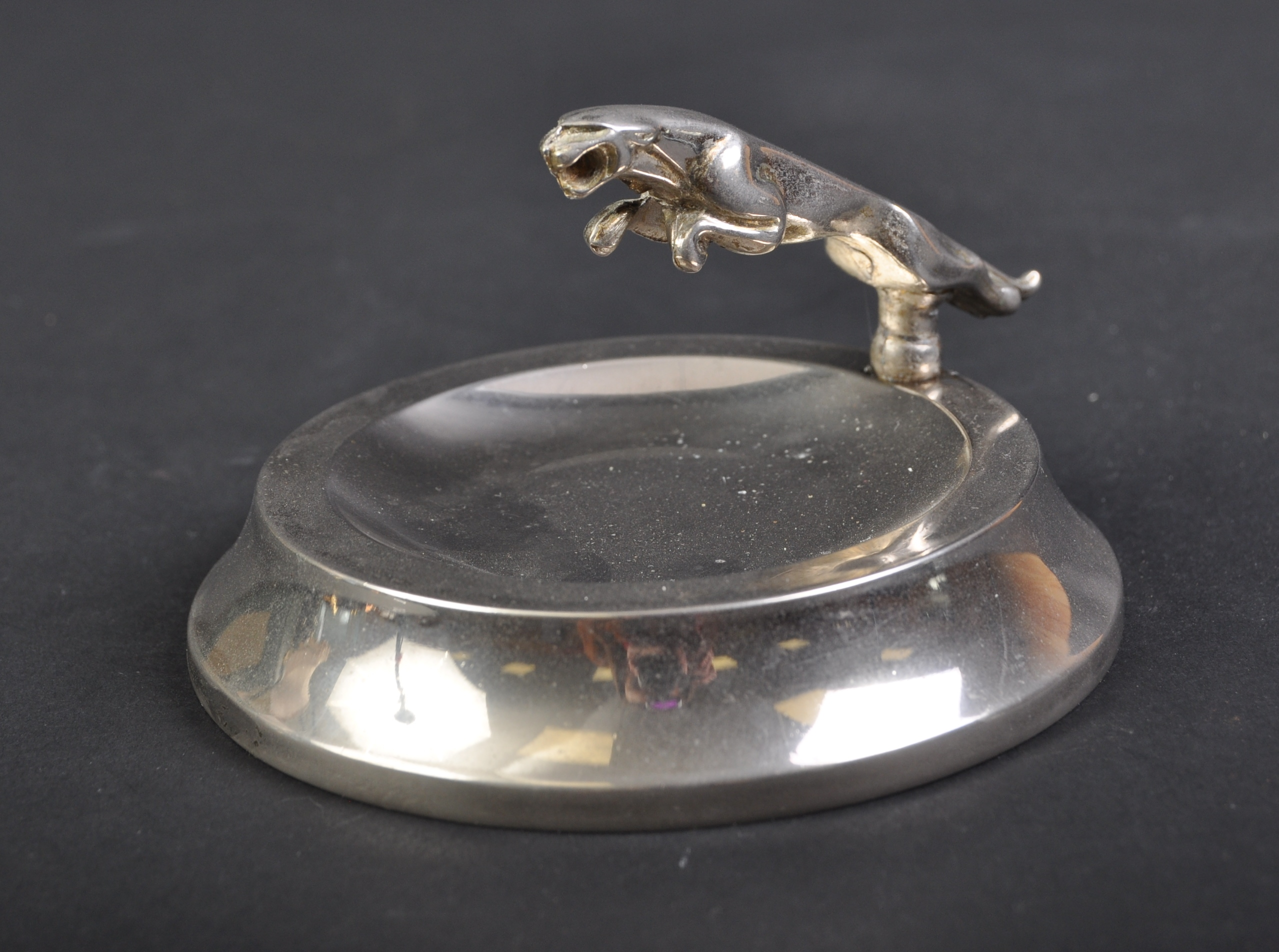 JAGUAR - SMALL 20TH CENTURY PROMOTIONAL ASHTRAY WITH MASCOT
