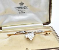 15CT GOLD PLATINUM AND PEARL BAR BROOCH