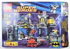 LEGO - DC UNIVERSE SUPER HEROES - THE BATCAVE 6860 BOXED SET
