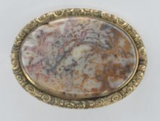 VICTORIAN ANTIQUE AGATE AND YELLOW METAL BROOCH