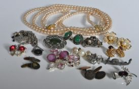 COLLECTION OF VINTAGE 20TH CENTURY COSTUME JEWELLLERY
