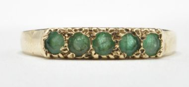 9CT GOLD AND FIVE GREEN STONE RING