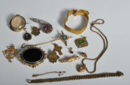 GROUP OF VICTORIAN AND LATER JEWELLERY