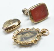 THREE PIECES OF ANTIQUE JEWELLERY INCLUDING SEAL FOB