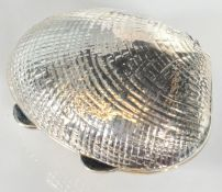 STAMPED 925 SILVER PILL POT IN THE FORM OF A SEA SHELL.