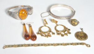 COLLECTION OF VINTAGE 20TH CENTURY JEWELLERY