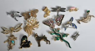 FIFTEEN VARIOUS VINTAGE ANIMAL BROOCHES