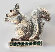 STAMPED 925 SILVER SQUIRREL BROOCH WITH GREEN STONES.