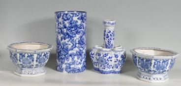 20TH CENTURY BLUE AND WHITE CHINESE AND ENGLISH CERAMICS