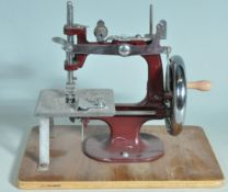 VINTAGE 1950S HAND OPERATED MINI SEWING MACHINE
