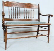 AN EDWARDIAN EARLY 20TH CENTURY OAK LOVESEAT
