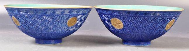 MATCHING PAIR OF 19TH CENTURY CHINESE PAINTED BOWLS