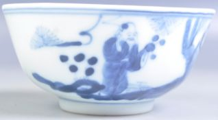 19TH CENTURY CHINESE BLUE AND WHITE RICE BOWL DEPICTING ELDERS
